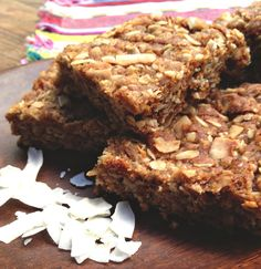 South African Oatmeal Cookie Bar: Crunchie Recipe Crunchies - oatmeal, coconut, 2 sticks of butter.Crunchies - oatmeal, coconut, 2 sticks of butter. Honey Recipes, Baking Recipes, Cookie Recipes, Dessert Recipes, Bar Recipes, Sweet Recipes, Vegan Recipes, Recipies, Kos