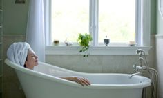 When magnesium sulfate is absorbed through the skin such as in a bath it draws toxins from the body sedates the nervous system reduces swelling relaxes muscles is a natural emollient exfoliator and much more. Relaxing and sedative bath: Soak in Detox Bath Recipe, Bath Detox, Epsom Salt Benefits, Epsom Salt Bath, Heavy Metal Detox, Bath Recipes, Detox Recipes, Detox Foods, Cellulite Remedies