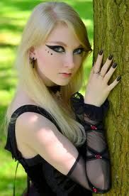 romantic gothic makeup. very dramatic