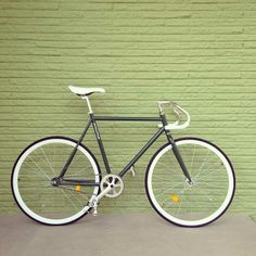 Fixed Gear Road Bikes, Cycling Bikes, Cool Bicycles, Fixed Gear, Super Bikes, Bike Accessories, Vintage Bicycles, Gears, White Stuff
