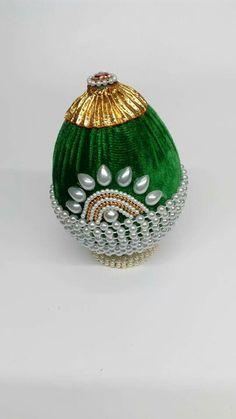 Kalash Decoration, Thali Decoration Ideas, Diy Diwali Decorations, Indian Wedding Decorations, Festival Decorations, Flower Decorations, Coconut Decoration, Indian Wedding Gifts, Wedding Gift Wrapping