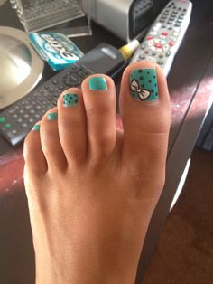 Mint and black polka dot bow toe nail design. Love the bow!