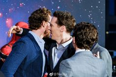 #TomHiddleston and #BenedictCumberbatch attend the UK Fan Event for '#Avengers: #InfinityWar' at Television Studios White City on April 8, 2018 in London, UK. Via Torrilla (https://m.weibo.cn/status/4226784398371727) #Loki