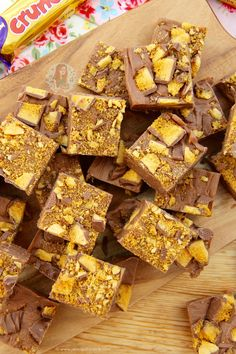 Easy & Utterly Delicious Chocolate Crunchie Fudge that anyone can make at home – No Sugar Thermometers, No Boiling, just quick and easy! I have always been a fan of Crunchie bars – I think they're a bit underrated really as they're not overly chocolatey – and you really do have to like the honeycomb flavour to enjoy them. Ever since posting my No-Bake Honeycomb Crunchie Cheesecake and it being such a massive success (like so much more successful then I ever could imagine) I knew that you…