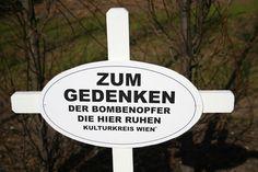 Grabstätte Philipphof,   Helmut Zilk Platz - Wien   Gedenken an die (fast) vergessenen mehr als 300 Bombenopfer, die hier begraben sind. Culture