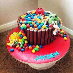 Peanut m&m cake chocolate cake, Kit Kats and m&m's yum ♡ By Stacys cakes Cake Kit, Cake Chocolate, Birthday Cake, Cakes, Desserts, Food, Chicolate Cake, Tailgate Desserts, Chocolate Cobbler
