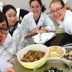 We cook ethnic meals as a group project and got to try many ethnic cuisine�� One of the most fun class ever!!! 今日は実習クラスのグループプロジェクト。私のグループは日本食で、がめ煮と胡瓜の酢の物とほうれん草のお浸し、海老しんじょを作りました。他のグループも色んな国の料理を作って最後にみんなで試食。意外にもほうれん草のお浸しと酢の物が人気!さすが栄養学んでる学生✨笑#japanesecuisine #ethnicmeals #uofi #groupproject #fullstomach http://w3food.com/ipost/1501011111486935668/?code=BTUqac4F9J0