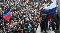 Minuto a minuto: Miles de ucranianos prorrusos saturan las calles del sureste del país – RT Miles de ciudadanos contra los activistas del Euromaidán en la Plaza de Lenin, en Donetsk  http://es.rt.com/vxC