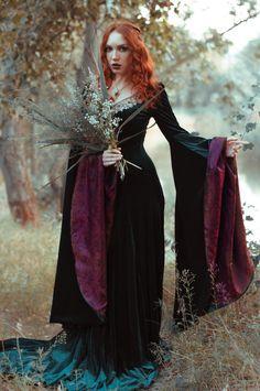 Dark green velvet embroidered elven dress por elvenstore en Etsy