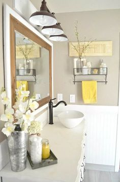 Home Decorating Ideas Farmhouse Vintage Farmhouse Bathroom Decor. Easy tips to mix vintage and modern decor. Home Decorating Ideas Farmhouse Source : Vintage Farmhouse Bathroom Decor. Easy tips to mix vintage and modern decor. Modern Decor, Modern Farmhouse Bathroom, Yellow Bathrooms, Bathroom Decor, Farmhouse Bathroom Decor, Easy Home Decor, Modern Vintage Decor, Home Decor, Retro Home Decor