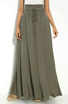 Yes to floor sweeping pleated maxi skirts