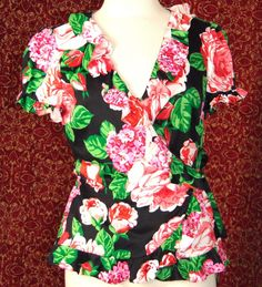 SUNNY LEIGH red floral polyester cap sleeve wrap blouse M (TF-02I6) #SunnyLeigh #Blouse #Career