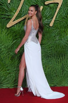 Irina Shayk flashes legs in Versace gown at Fashion Awards Red Carpet Dresses, Ball Dresses, Prom Dresses, Pageant Gowns, Dressy Dresses, Cute Dresses, Irina Shayak, Lady Amelia Windsor, Grecian Gown