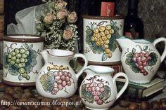 Brocche di ceramica dec.a mano #Italy http://ceramicamia.blogspot.it/2013/01/brocca-di-ceramica-decorata-mano.html