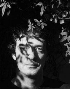 Cerati in the bushes Soda Stereo, Rock Argentino, Rock Legends, Types Of Music, Post Punk, Happy People, Queen, Pictures Of You, Art Music