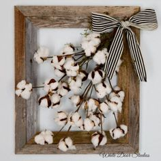 Cotton boll stems inside of a rustic barn wood frame create a charming wall decor piece you are sure to love! Bring some farmhouse style to any room of your home with this unique wall hanging. farmhouse decor, rustic decor, home decor by margret Rustic Walls, Rustic Wall Decor, Rustic Barn, Diy Wall Decor, Diy Home Decor, Country Wall Decor, Rustic Wood, Bedroom Rustic, Room Decor