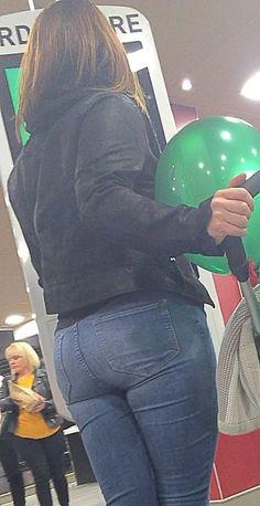 Jeans tight voyeur