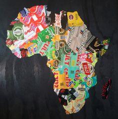 Afrikakort lavet af øl og sodavandsdåser. Kæmpe arbejde, men et godt resultat.