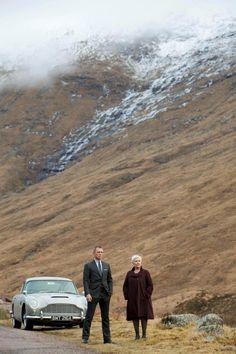 two people that I love: Daniel Craig & Judi Dench. Skyfall- This scene between James Bond & M was shot at Glen Coe. James Bond Skyfall, James Bond Movies, James Bond Car, Aston Martin Db5, Judi Dench, Daniel Craig James Bond, Craig Bond, Tony Award, Bond Cars