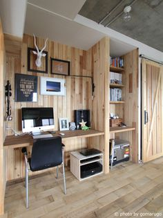 東大宮 マンションリノベーション - HouseNote Home Office Design, Home Office Decor, House Design, Home Decor, Office Style, Floor To Ceiling Bookshelves, Rustic Home Offices, Ideas Dormitorios, Room Setup