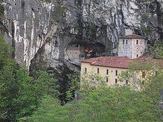 Cangas de Onís -Santa Cueva de Covadonga.