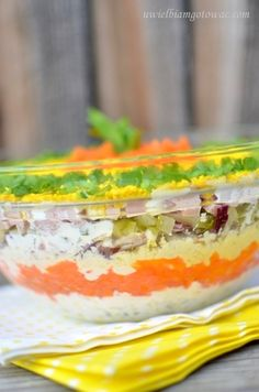 Warstwowa sałatka z serkiem topionym Sushi, Salads, Food And Drink, Snacks, Cake, Ethnic Recipes, Diet, Polish Food Recipes, Appetizers