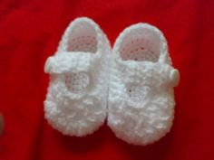 Everything`s Crochet: simple baby booties free pattern saved on disc Crochet Baby Clothes, Crochet Baby Shoes, Crochet Slippers, Booties Crochet, Baby Slippers, Crochet For Kids, Free Crochet, Knit Crochet, Crochet Gifts