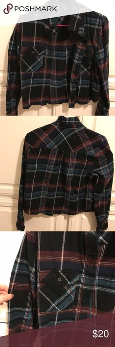 Cropped Flannel Super cute flannel from forever 21! It is not oversized like flannel typically are. It fits more like a T-Shirt would. Cuts off right at the bottom of you stomach! Never worn! Forever 21 Tops Tees - Long Sleeve