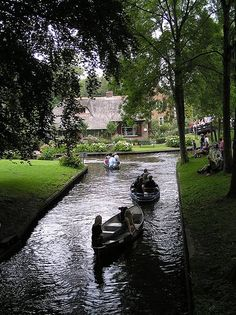 Giethoorn. Holland. (Holland's Venice - Venice of the north.)