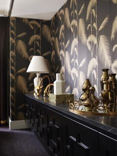 10 Of My Favorite Interiors with Palm Leaf Wallpaper | Live The Life You Dream AboutLive The Life You Dream About Palm Leaf Wallpaper, Print Wallpaper, Foyer Wallpaper, Botanical Wallpaper, Wallpaper Patterns, Interior Styling, Interior Design, Wall Finishes, Hollywood Regency