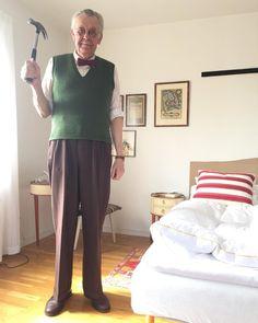 Idag ska det spikas och skruvas. #vintage #vintagefashion #vintagemannen #vintagetrousers #slipover #bowtie #dandy #welldressedmen #welldressed #menwithstyle