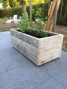 Houten bloembak Back Gardens, Small Gardens, Outdoor Gardens, Trough Planters, Wooden Planters, Cedar Planter Box, Planter Boxes, Planter Box Designs, Garden Projects