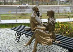 """Russian reading statue. In 2012, completed the formation of the ensemble at the Intelligence Center, to the song """"Man - reading"""" added another four sculptures : Books, Don Quixote, Baron Munchausen, Romeo and Juliet."""