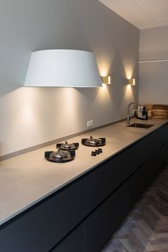 Love this light shade look on this cooker hood in this kitchen don't you? - Love this light shade look on this cooker hood in this kitchen don't you? Home Decor Kitchen, Kitchen Interior, Home Interior Design, Home Kitchens, Minimal Kitchen, Modern Kitchen Design, Small Cooker, Cooker Hoods, Deco Design