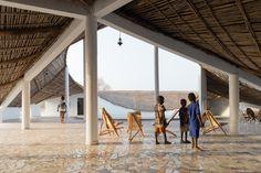 Il centro culturale progettato in un villaggio rurale del Senegal da Toshiko…