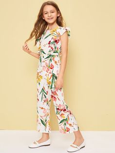 To find out about the Girl Botanical Print Ruffle Trim Jumpsuit at SHEIN, part of our latest Girls Jumpsuits ready to shop online today! Dresses Kids Girl, Cute Girl Outfits, Kids Outfits Girls, Summer Outfits, Preteen Girls Fashion, Fashion Kids, Look Fashion, Fashion Outfits, Vetement Fashion