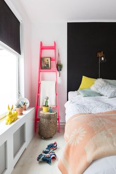 9 Rooms That Use Neon Decor Perfectly | Apartment Therapy