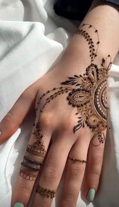 Pretty Henna Designs, Modern Henna Designs, Latest Henna Designs, Henna Designs Feet, Floral Henna Designs, Finger Henna Designs, Full Hand Mehndi Designs, Mehndi Designs For Beginners, Mehndi Designs For Fingers