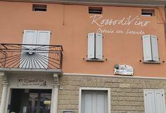 Locanda Rosso di Vino Cavriago Bed And Breakfast, Neon Signs, Home Decor, Decoration Home, Room Decor, Home Interior Design, Home Decoration, Interior Design