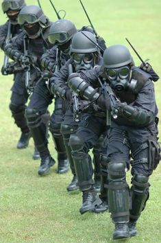 Gultor is Indonesian Army special forces group Kopassus Military Special Forces, Military Police, Military Weapons, Tactical Armor, Airsoft Helmet, Military Pictures, Special Ops, Modern Warfare, Armed Forces