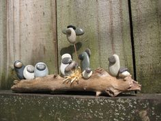 River Stone and Driftwood Nativity por kcLinn en Etsy, $28.00