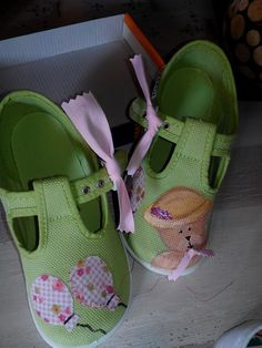 b00021b7019 Zapatillas de loneta...osita pintada con acrílicos y globos con telas  Zapatos Decorados