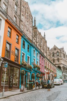 7 Things To Do In Edinburgh, Scotland - LivvyLand Edinburgh Travel, Scotland Travel, Ireland Travel, Scotland Uk, Edinburgh Castle, Glasgow Scotland, Cork Ireland, London Travel, Oh The Places You'll Go