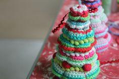 little woollie: Christmas Tree Decoration Tutorial and free pattern, #crochet, X-mas, #haken, gratis patroon en tutorial (Engels), kerstboom, Kerstmis