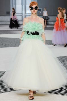 Giambattista Valli Fall 2015 Couture Fashion Show - Katya Ledneva (Women)