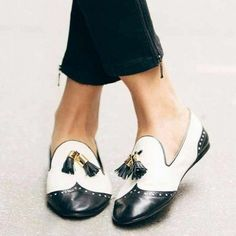 Black and White Tassels Hollow out Loafers Casual Shoes for women for Work, Form. - Outfits for Work Women's Shoes, Oxford Shoes Outfit, Golf Shoes, Flat Shoes, Casual Shoes, Loafer Shoes, Casual Chic, Givenchy, Long Boots
