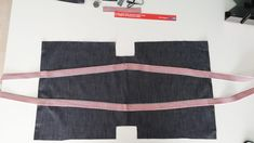 Tutorial borsa fai da te Sewing Crafts, Sewing Projects, Recycle Jeans, Flower Pillow, Handmade Bags, Cheer Skirts, Bag Accessories, Shopping Bag, Two Piece Skirt Set