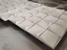 Placas en concreto blanco de 25cm x 25cm para muros interiores o exteriores.