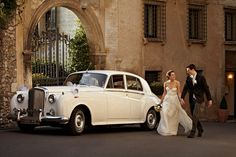 I wish I knew someone with an old car sooo badly! This would be the coolest wedding transportation Wedding Fair, Dream Wedding, Wedding Getaway Car, Royce Car, Wedding Transportation, European Wedding, Wedding Poses, Wedding Ideas, Family Love