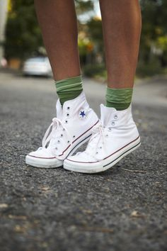 white high tops and socks Converse Socks, High Top Converse Outfits, Converse Style, White Converse, American Casual, Casual Boots, Sock Shoes, Chuck Taylor Sneakers, American Apparel